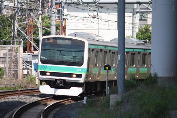日暮里駅3番線に到着する常磐快速線E231系マト110編成
