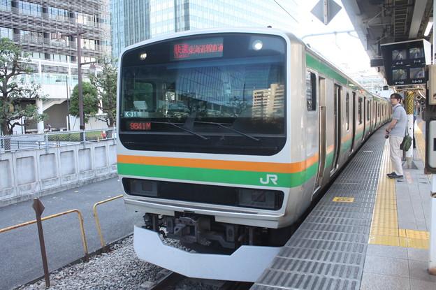 大崎駅8番線で発車待ちの湘南新宿ラインE231系1000番台K‐31編成 9841M 快速 国府津 行