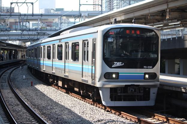大崎駅6番線から発車するりんかい線70-000形Z3編成 各駅停車 新木場 行 (2)