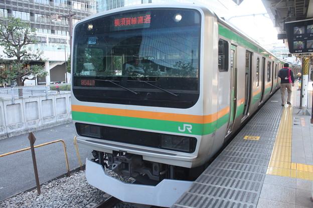 大崎駅8番線で発車待ちの湘南新宿ラインE231系1000番台U588編成 普通 逗子 行