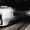 品川駅12番線に停車中の651系K103編成 快速ぶらり横浜・鎌倉号 鎌倉 行