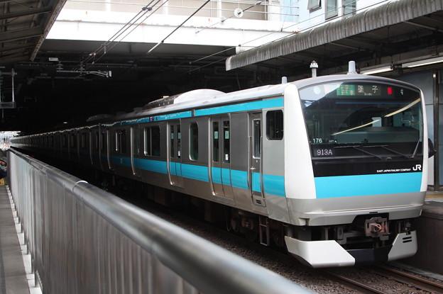 品川駅4番線に停車する京浜東北線E233系1000番台サイ176編成 磯子 行
