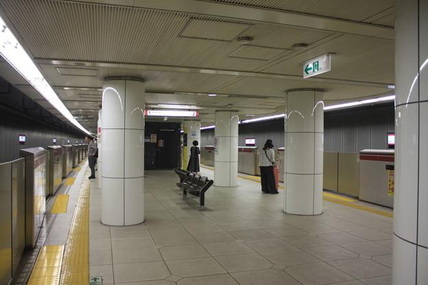 都営地下鉄大江戸線 上野御徒町駅 ホーム