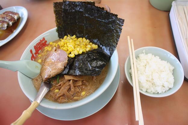 らーめん山岡家 味噌ラーメンコーン・海苔トッピング&ライス