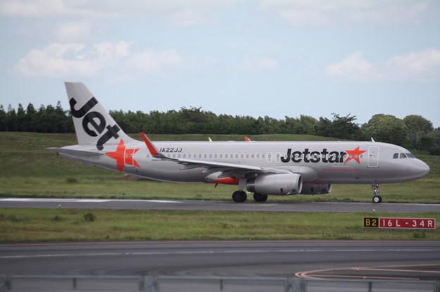 成田空港RWY16L滑走路を離陸するジェットスタージャパン A320-200 JA22JJ