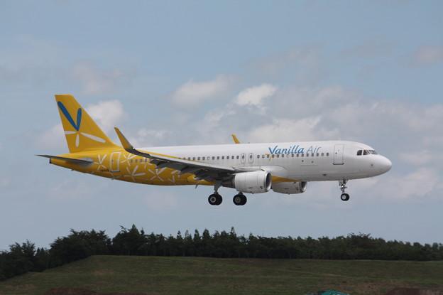 バニラエア A320-200 JA11VA (1)