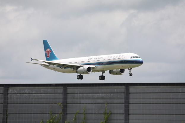 中国南方航空 A321-200 B-8996