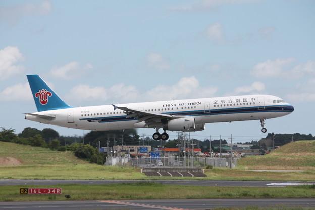 中国南方航空 A321-200 B-8996 (1)