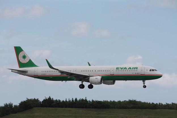 エバー航空 A321-200 B-16311 (1)