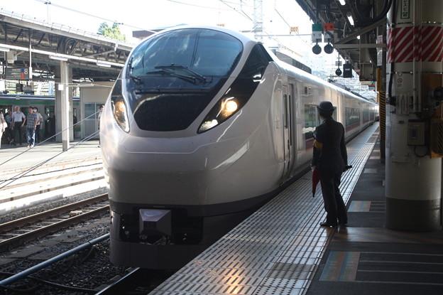 上野駅9番線の女性駅員 特急ときわ58号品川行到着