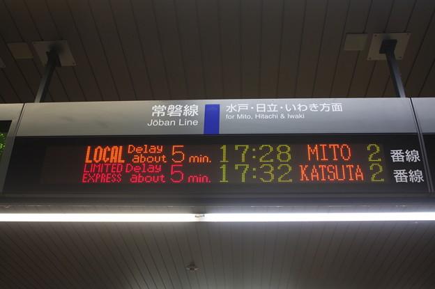 友部駅常磐線下り遅延発車案内表示 英語表示