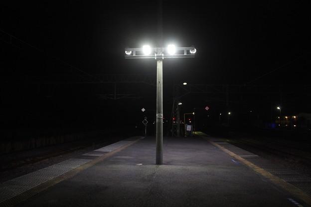 夜の友部駅2番線・3番線ホーム (1)