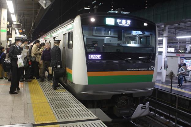 上野東京ライン E233系3000番台 東京駅で運転士交代 (1)