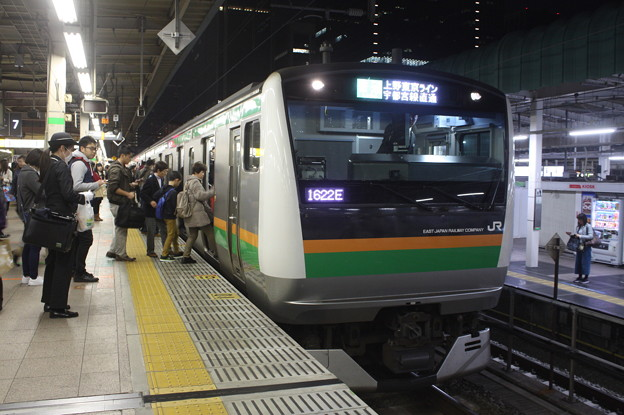 上野東京ライン E233系3000番台 東京駅で運転士交代 (2)