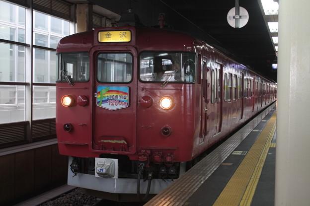 七尾線 415系800番台 「七尾線開業120周年」ヘッドマーク付き