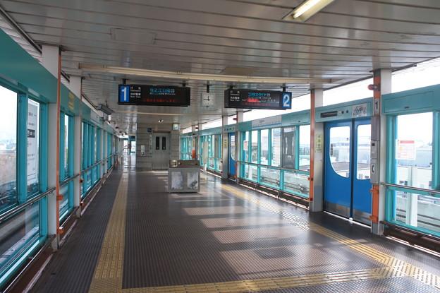 ニュートラム 南港東駅 ホーム