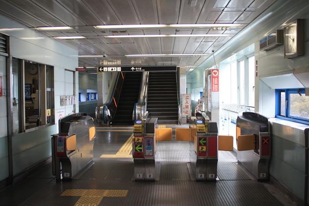 ニュートラム 南港東駅 改札口