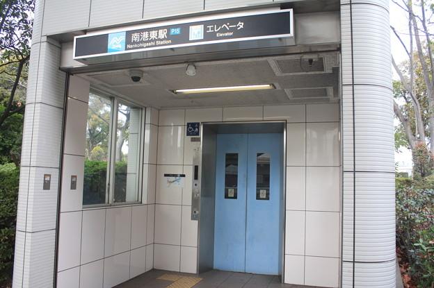 ニュートラム 南港東駅 エレベーター