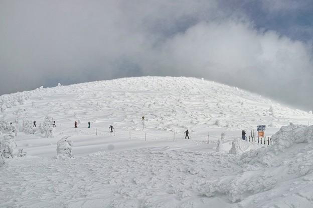 04.三宝荒神山の樹氷たち(遠景)