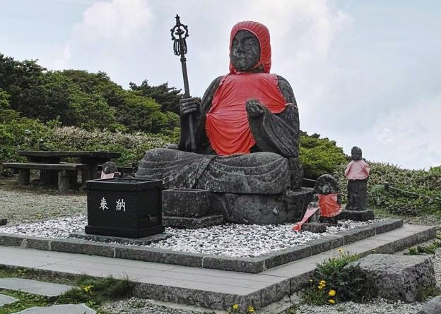 13.初夏の地蔵高原駅のお地蔵さん