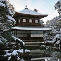 34.雪景色の観音堂と錦鏡池