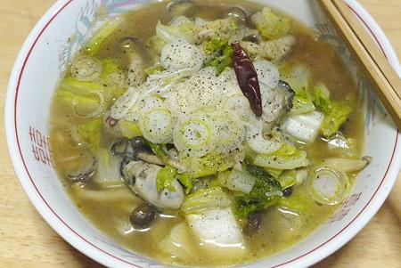 牡蠣と白菜としめじのガーリックバター炒めラーメン