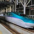写真: 新函館北斗駅で