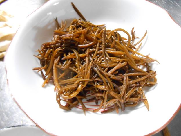 写真: 生ヒジキ、収穫した全体の10分の一以下