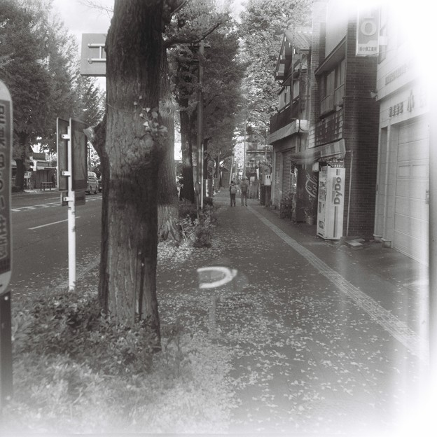 光漏れる街角