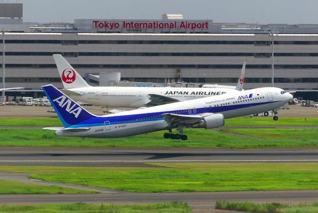 767-300テイクオフ