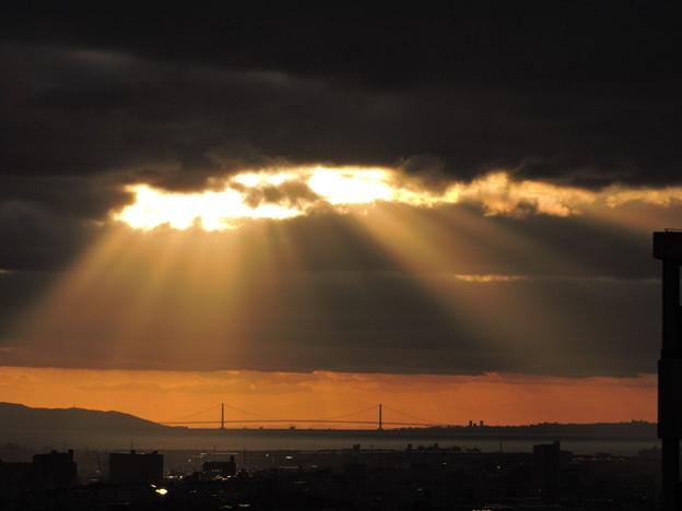 明石海峡大橋光のシャワー