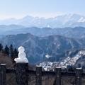 写真: 雪だるまもアルプス見物?