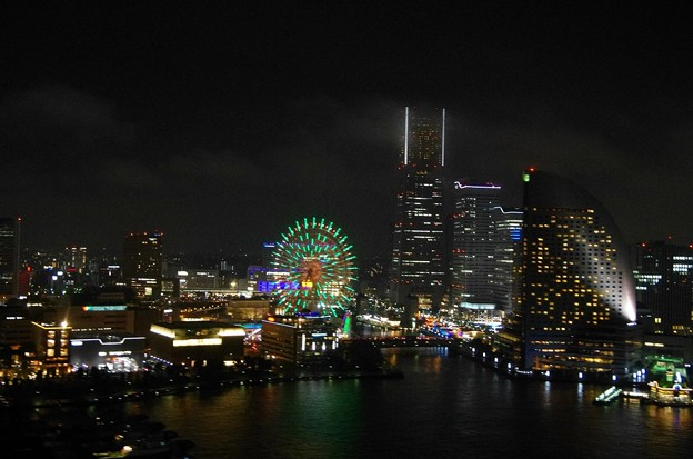 写真: 12月 横浜のナイトクルージング