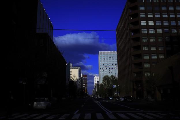 「都会の蒼い雲」