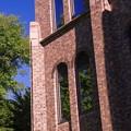 写真: SILHOUETTE/理学部の青い窓