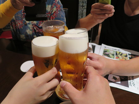 NIKU BAR 18 生ビール¥324(HAPPY HOUR価格)*3、ジンジャーエール¥324