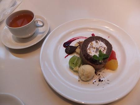 傘風楼 栗のロールケーキ 栗アイス添え&紅茶¥800