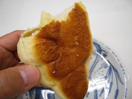 デイリーヤマザキ 塩バターパン 裏側の様子