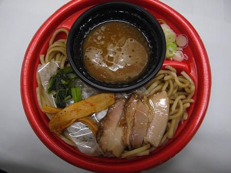 ローソン 麺屋こうじ監修つけ麺(あつもり) 中身の様子