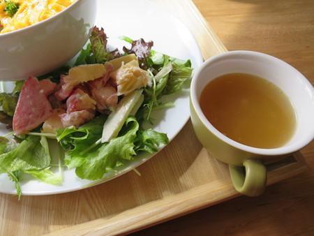 フェルの台所 ふわとろオム丼(限定20食) 副菜の様子