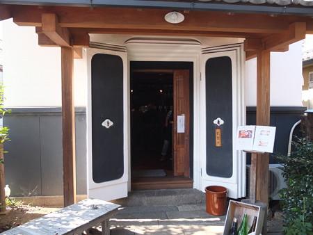 地もの屋 響(YURA) 店舗入口の様子