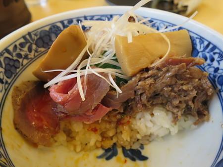 いなば製麺 贅沢全部のせミニ丼 断面図