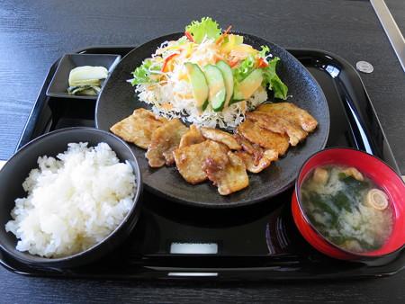 鉄板焼き居酒屋 蒼い月 豚の生姜焼き定食(ランチメニュー)¥580