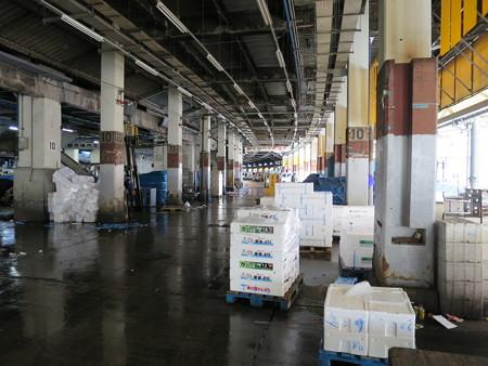 築地市場 鮮魚 セリ場付近