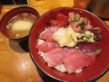 刺身BAR 河岸頭 マグロづくし丼¥1500