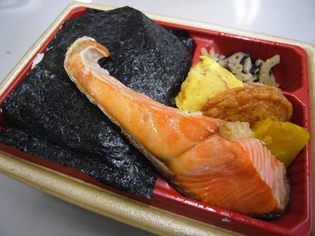 ローソン 新潟コシヒカリ紅鮭弁当 アップ