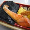 Photos: ローソン 新潟コシヒカリ紅鮭弁当 アップ
