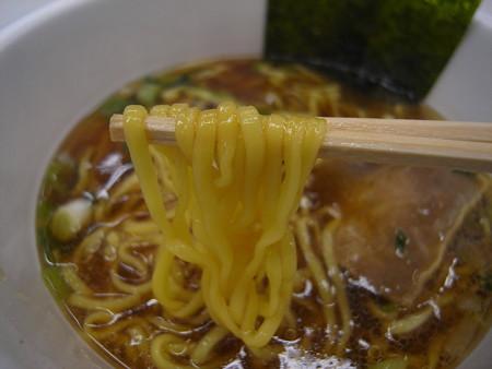 東洋水産 マルちゃん正麺 カップ 芳醇こく醤油 麺アップ