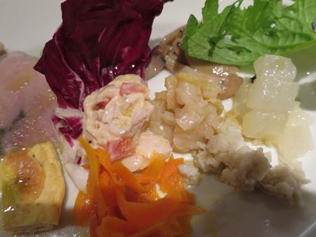 BISESTILE(ビセスティーレ) 前菜 盛り付けの様子