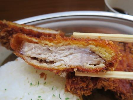 石臼挽き手打ち蕎麦 慶 特製あつぎりカツカレー カツ断面の様子
